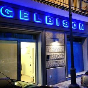 Insegna a lettere scatolate agenzia Gelbison